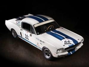 Este Shelby Mustang GT350 fue pilotado por Stirling Moss y se subastará en febrero