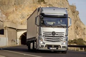 Mercedes-Benz, líder nuevamente del mercado de industriales en marzo