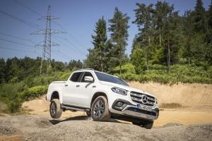 Mercedes-Benz X 350d; al Amarok V6 le sale un s�lido rival con estrella