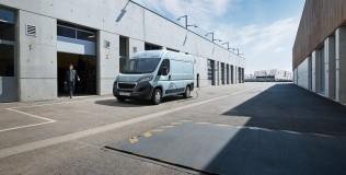 Peugeot e-BOXER, hasta 340 km de autonomía para el nuevo furgón eléctrico