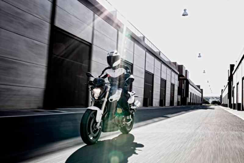 Foto BMW F 800 R 2015 Dinamica 26