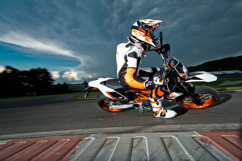 Foto KTM 690 SMC R 2014 5