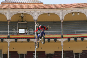 Foto Red Bull X Fighter 128