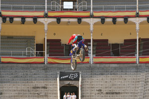 Foto Red Bull X Fighter 129