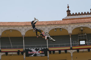 Foto Red Bull X Fighter 180
