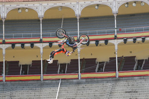 Foto Red Bull X Fighter 235