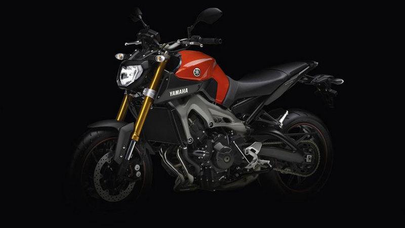 Foto Yamaha MT 09 2014 Frontal Izquierdo 35