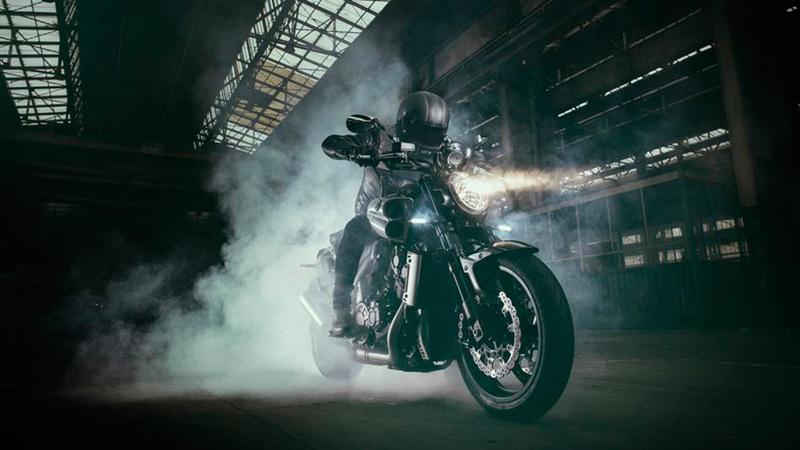 Foto Yamaha VMAX Carbon 2015 Dinamica 2