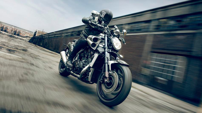 Foto Yamaha VMAX Carbon 2015 Dinamica 3