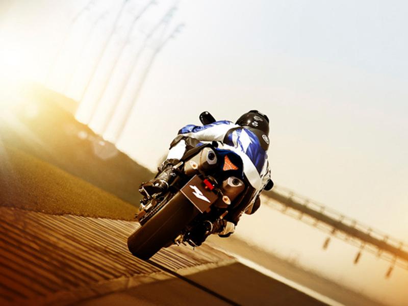 Foto Yamaha YZF R1 2014 Dinamica 13