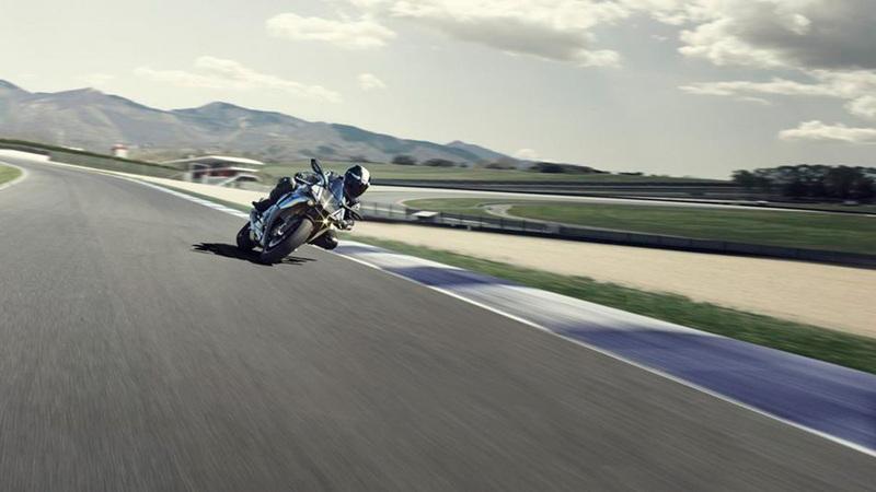 Foto Yamaha YZF 1000 R1M 2015 Dinamica 005