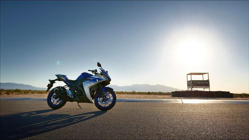 Foto Yamaha YZF R320 2015 Exterior 13