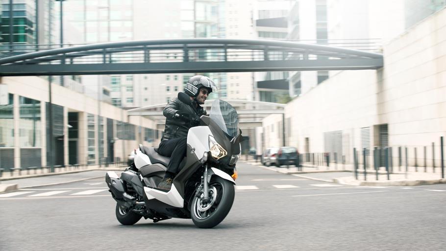 Nueva Yamaha X-MAX-400 Ágil en ciudad, rápida en carretera.