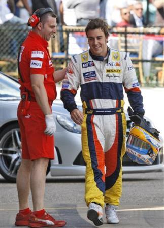 Alonso_Silverstone_2008.jpg
