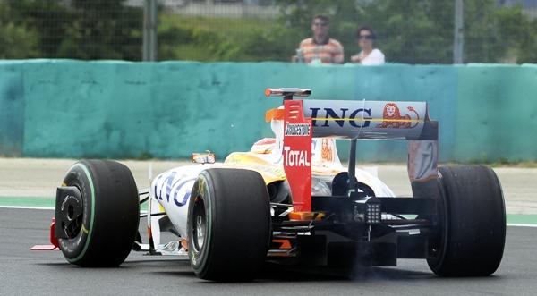 Fernando_Alonso__Renault__Abandona_en_Hungr__a_09.JPG