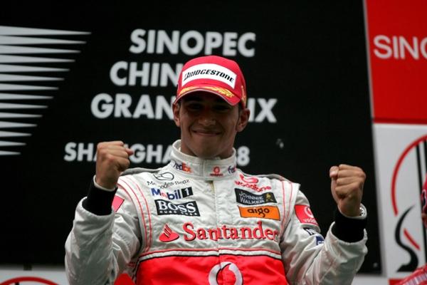 Lewis_Hamilton__McLaren_Mercedes__Vencedor_GP_China_08.JPG