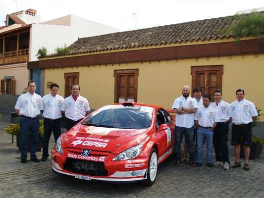 Luis_Monz__n_y_su_equipo_Canarias_Sport_Competici__n.JPG