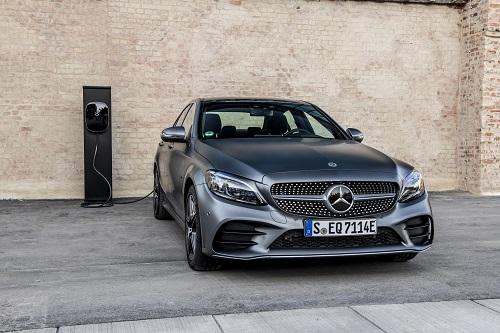 Mercedes-Benz C 300 e, el nuevo híbrido enchufable que ofrece más de 50 km de autonomía 100% eléctrica y etiqueta 0