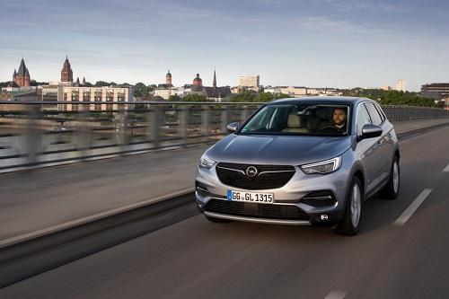 Opel Grandland X, más prestaciones en gasolina con el nuevo motor 1.6 turbo de 180 CV