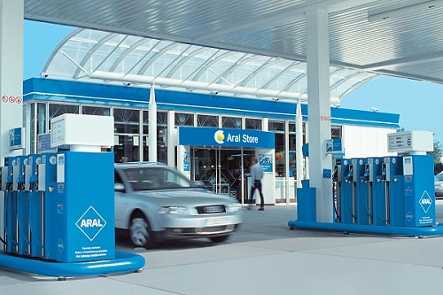 El gobierno plantea prohibir la venta de automóviles diésel, gasolina, y también híbridos en 2040. ¿Realidad asumible o nuevo globo sonda?