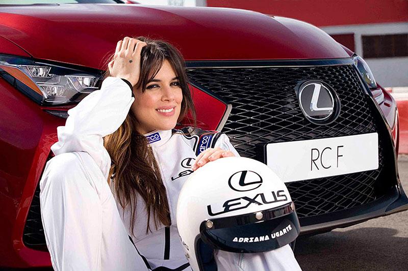 Adriana Ugarte pilota el Lexus RCF