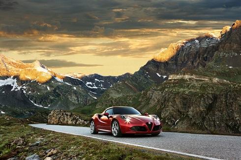 Alfa Romeo 4C 2016, más equipamiento para esta pura pasión
