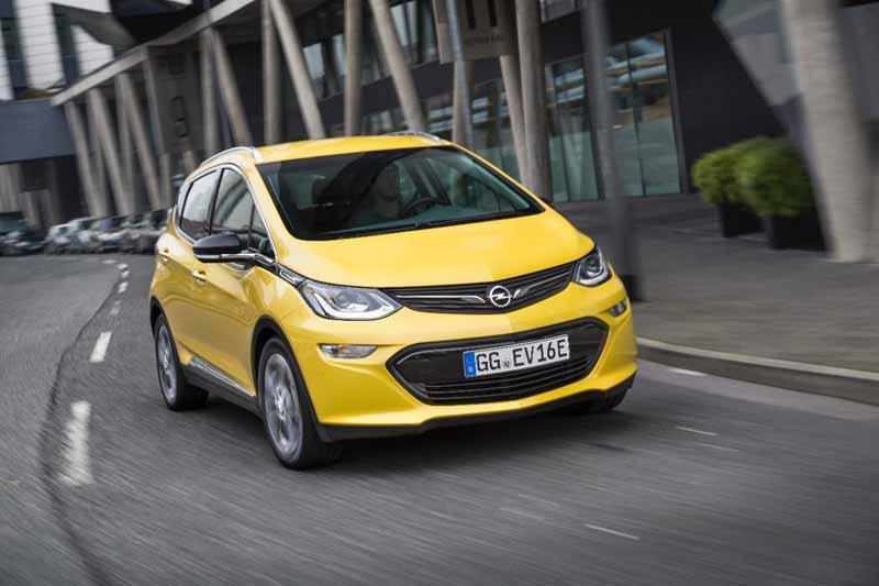 El Opel Ampera-e obtiene el Premio especial Best Cars 2017 a la innovación tecnológica