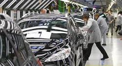 Turno de noche para los trabajadores de Peugeot