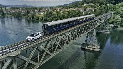 Alta resistencia. El Land Rover Discovery Sport remolca un tren de más de 100 TN