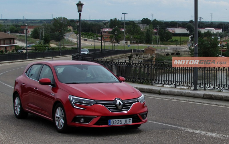 Renault, líder del mercado español de turismos en junio.