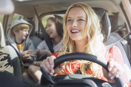 Citroën nos descubre que hacemos los españoles al volante, además de conducir
