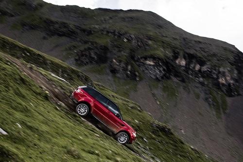 El viejo Stig prueba las aptitudes 4x4 del Range Rover Sport descendiendo por Inferno, una complejísima pista de esquí