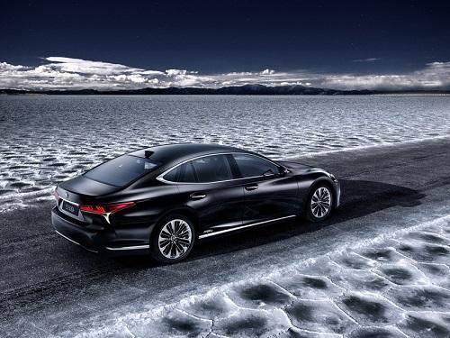 Lexus LS 500h 2018; el híbrido estrenará su nuevo rostro en Ginebra